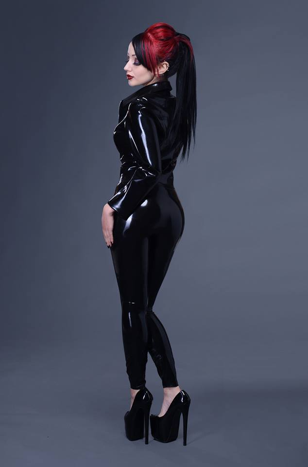 10429508 805158302865373 6280353068580318560 n latex women Sexy not exactly safe for work