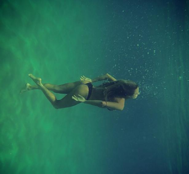 under-water-summer-girls-014-01262014.jpg
