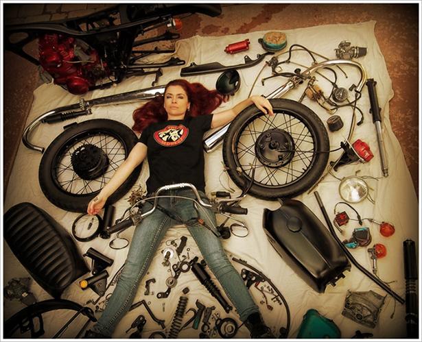 girl_and_motorcycle_017_01072014.jpg (259 KB)