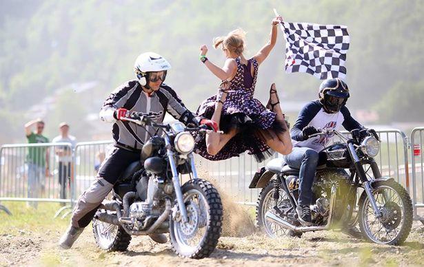 girl_and_motorcycle_02142014_15.jpg (57 KB)
