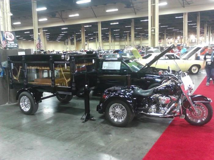 hearse-motorcycle.jpg (79 KB)