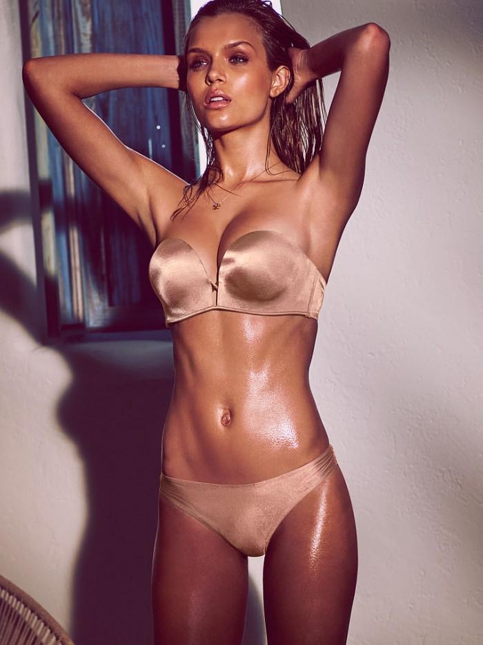 Gold 700x933 Gold Sexy NeSFW model bikini