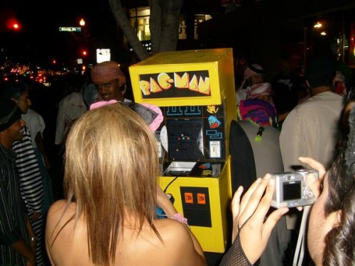 2007 - Pac-Man Machine Being Played.jpg (47 KB)