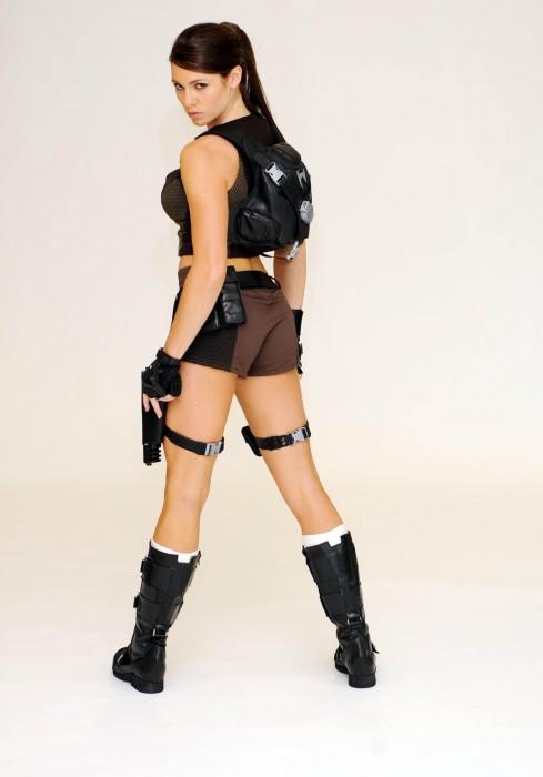 lara_croft_new_gun_outfit_10_big.jpg (150 KB)