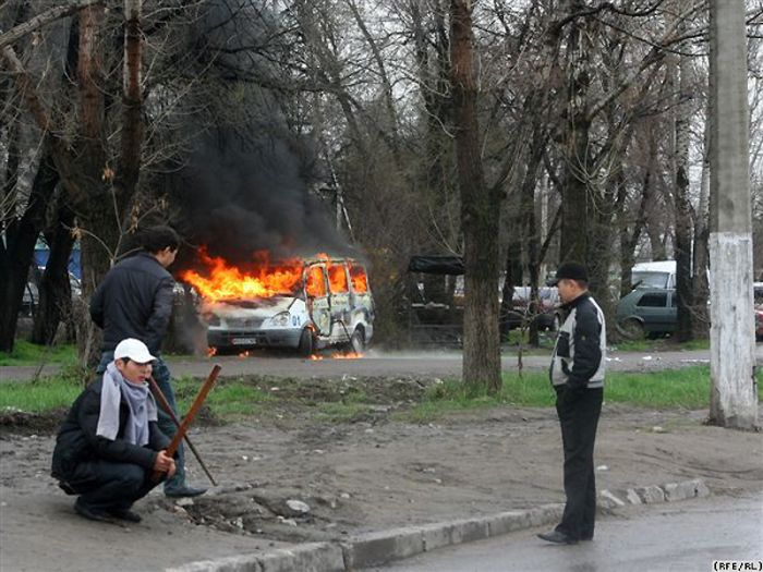 k6while13 Kyrgyzstan Unrest wtf Sad :( Politics
