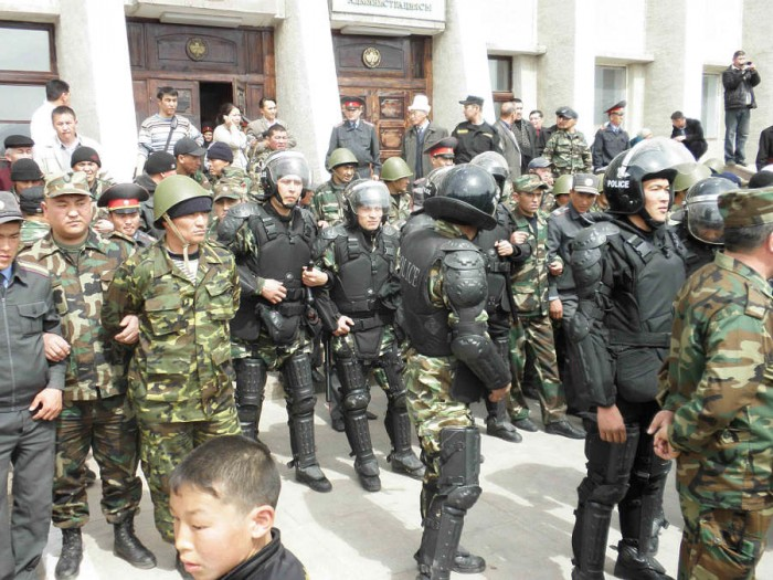 k8last1 700x525 Kyrgyzstan Unrest wtf Sad :( Politics