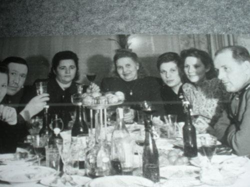 michael_cera_photobombs_1935_germany.jpg (36 KB)
