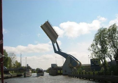 flying bridge2 Flying Bridge in Holland. wtf Technology
