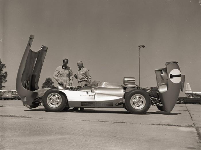 1957 Chevrolet Corvette Zora Arkus Duntov hood 1024x768 700x525 1957 Corvette SS Wallpaper Cars
