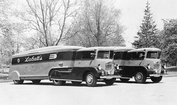 Labatt's Beer Trucks, 1939 02.jpg