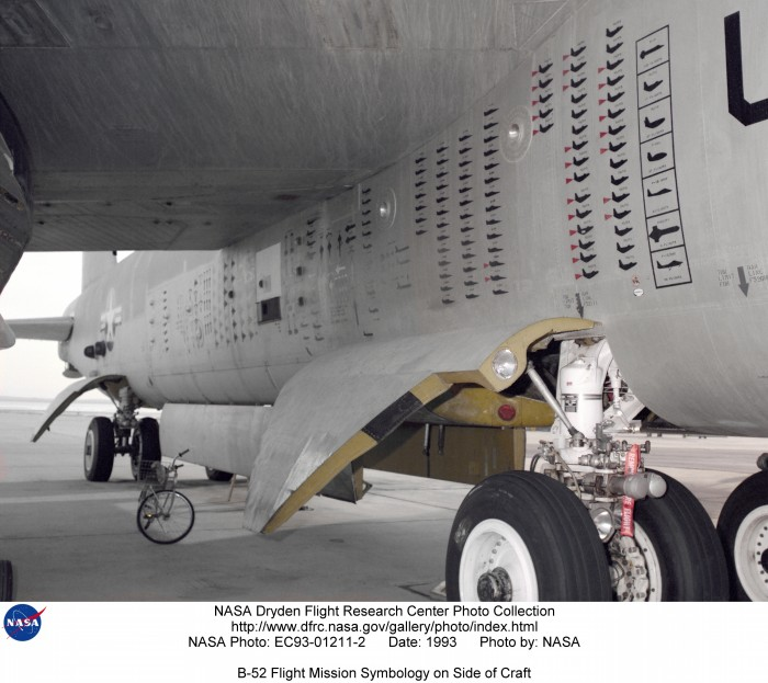 B-52_balls_8_missions.jpg (3 MB)