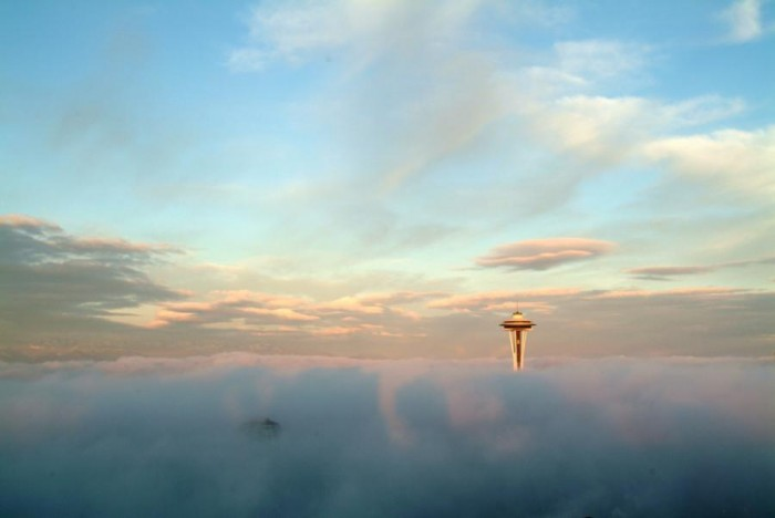 Space Needle in the Fog - Seattle.jpg (28 KB)