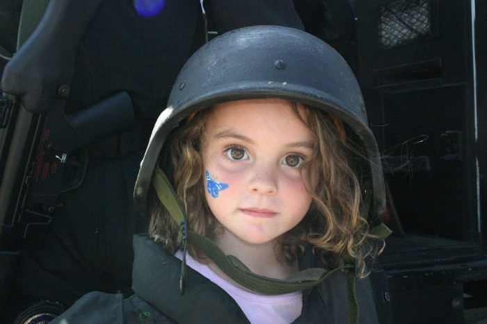 1223087107620 700x466 Girl in a helmet