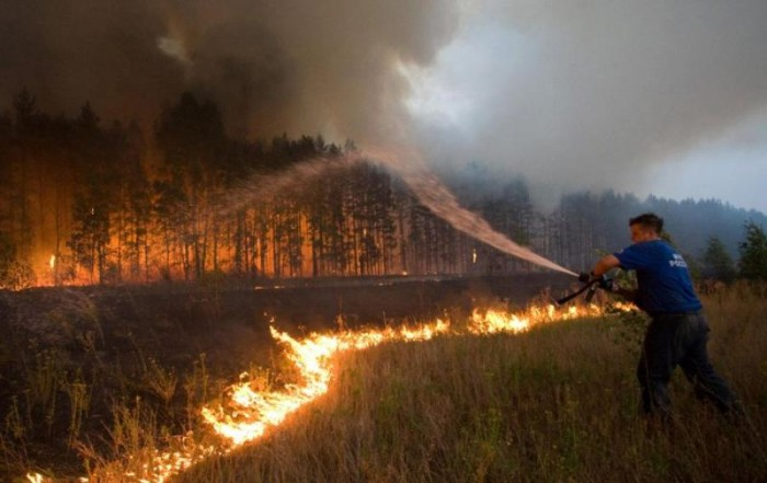 fire2 700x441 Russia on Fire wtf Nature