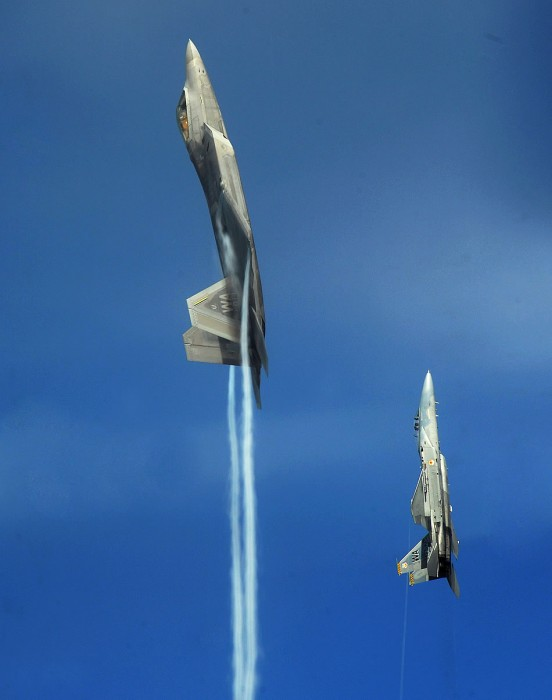 going-vertical-f-22-f-15.jpg (104 KB)