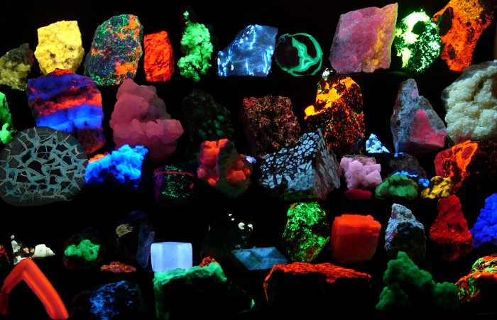 Fluorescent_minerals.jpg (532 KB)