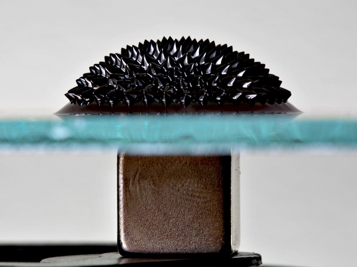 Ferrofluid_Magnet_under_glass_edit.jpg (440 KB)