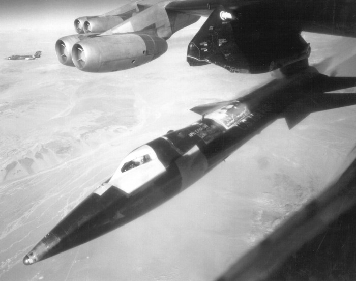 North American  X-15_launched_bw.jpg (369 KB)