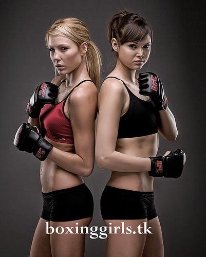 boxinggirls.jpg (106 KB)