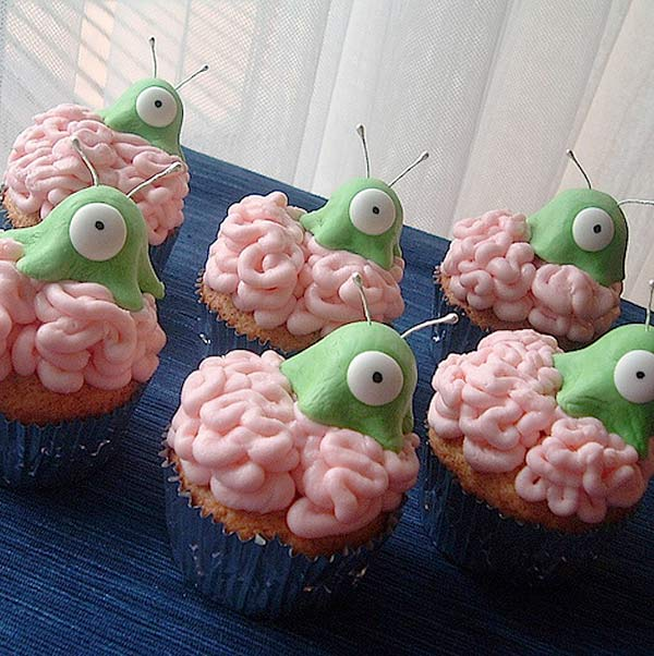 Brain-slug-cupcakes.jpg (65 KB)