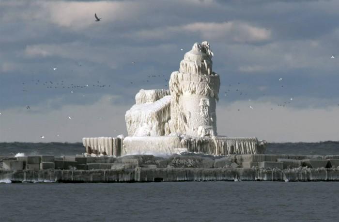 ice-house.jpg (71 KB)