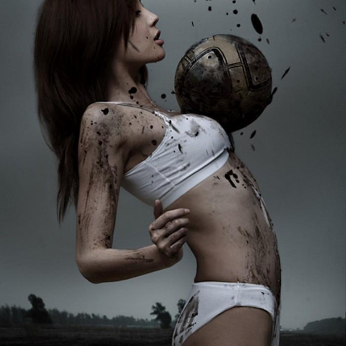 sexy-korean-girl-dirty-soccer.jpg (120 KB)