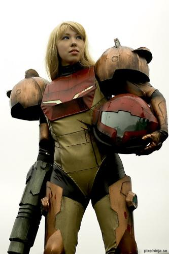 metroid01.thumbnail Female Metroid Cosplayer Sexy Gaming