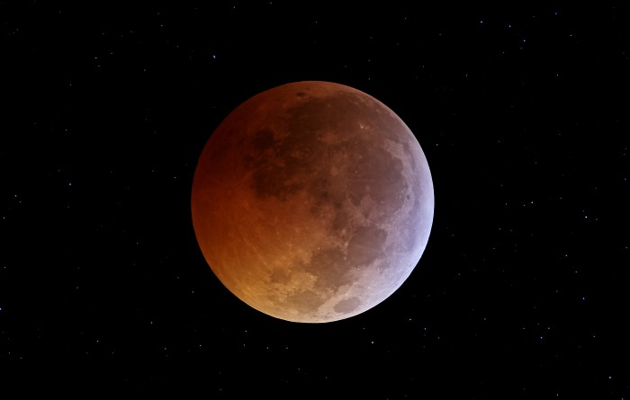 tle2010 hetlage 700x445 Full Lunar Eclipse on Winter Solstice Wallpaper Space Science!