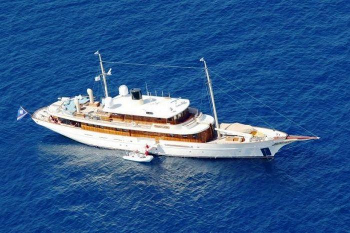 Vajoliroja_johny_depp_yacht_04.jpg (66 KB)