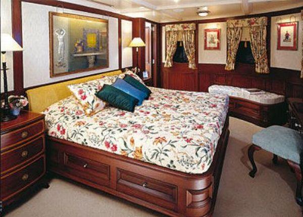 Vajoliroja_johny_depp_yacht_09.jpg (56 KB)