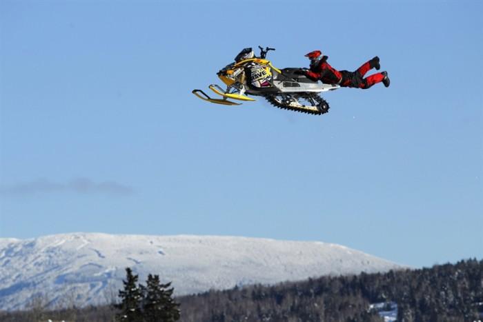 snowmobile.jpg (281 KB)