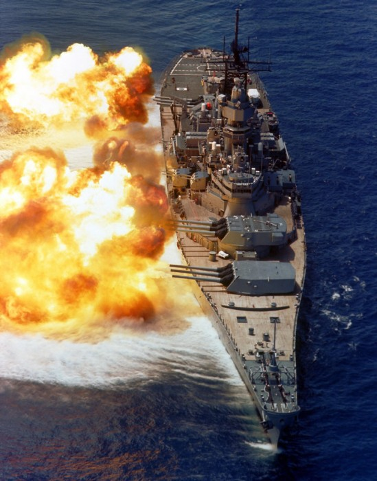 ship_battleship_iowa_front_firing_lg.jpg (216 KB)