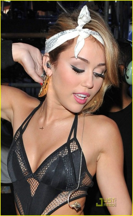 miley-cyrus-mmva-tamed-10.jpg (195 KB)