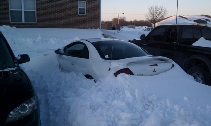 car in the snow.jpg (52 KB)