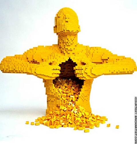 lego-sculpture.jpg (32 KB)