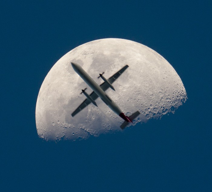moonplane_thomas_big.jpg (812 KB)