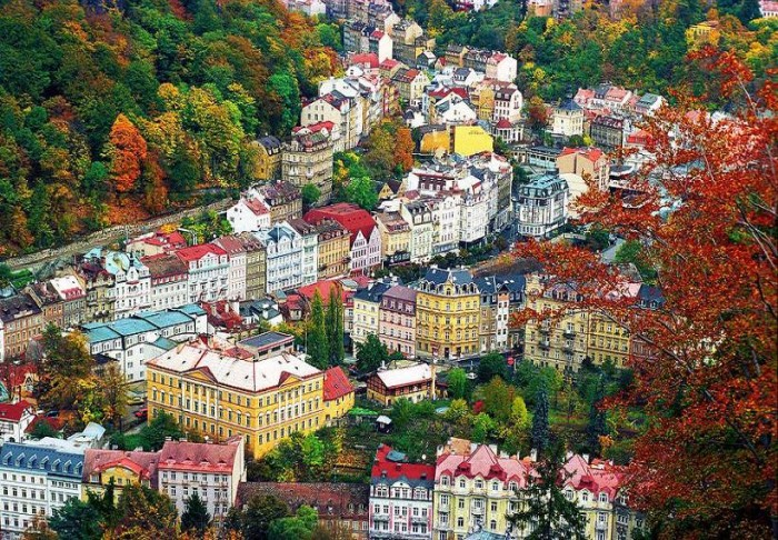A Birdeye View of Karlovy Vary, Czech Republic.jpg (203 KB)