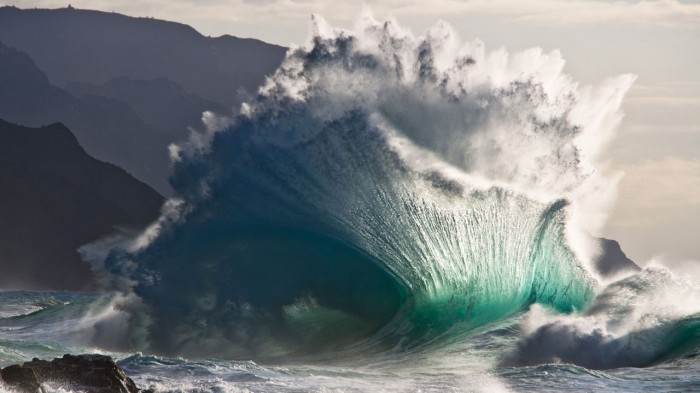 1306814737043 700x393 green wave Wallpaper Nature