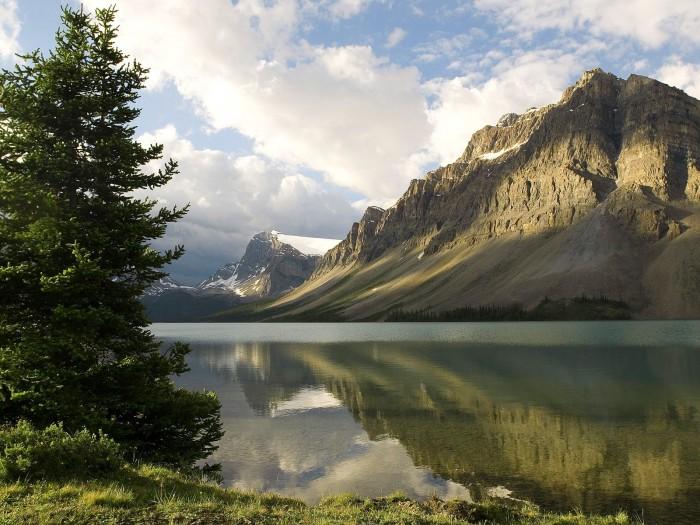 1307045332159 700x525 mountain lake Wallpaper Nature