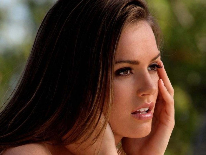 Tori-Black-Thinking-Girl.jpg (64 KB)