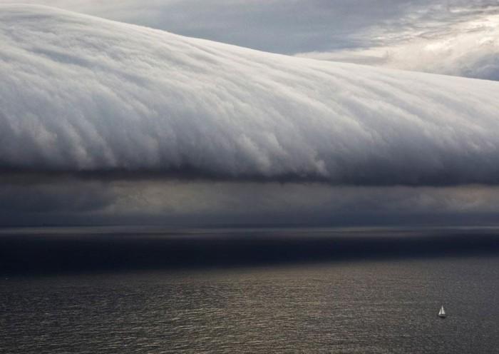 AUSTRALIA_SAILING_storm.jpg (68 KB)