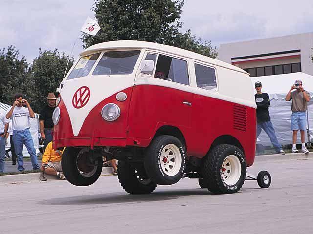 0110vwt_08zoom+Volkswagen_Bus+Wheelie.jpg (51 KB)