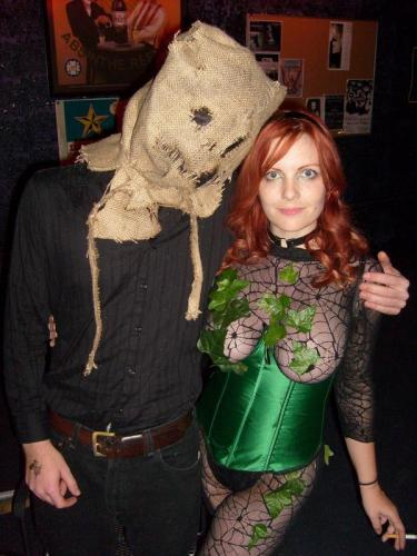 poison ivy and scarecrow.jpg (83 KB)