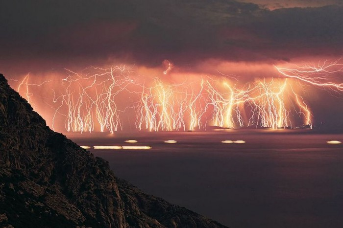 70-Lightning-Strikes-in-One-Shot.jpg (78 KB)