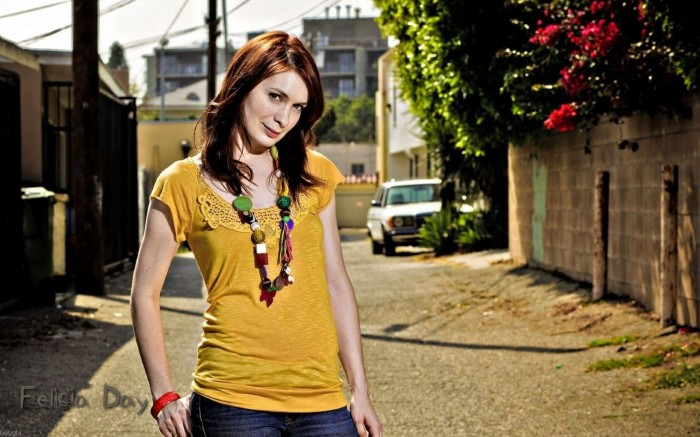 o362120 700x437 felicia day Wallpaper Sexy Felicia Day