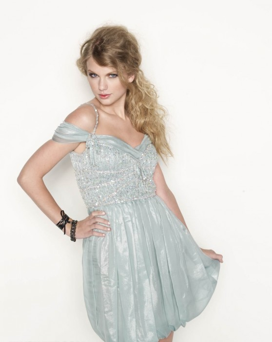 717876746_UploadedByKurupt_Taylor_Swift_Glamour_Magazine_Outtakes_November_2010_01_122_595lo.jpg (177 KB)