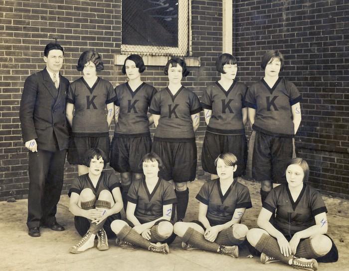 1929girlsbball.jpg (393 KB)