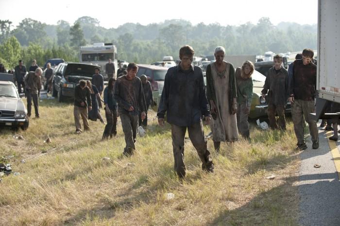 zombies-the-walking-dead-miles-behind-us-01.jpg (809 KB)