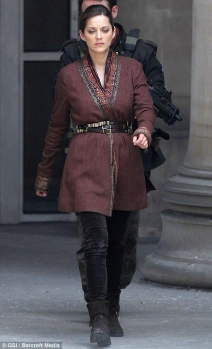 marion-cotillard-talia-al-ghul-the-dark-knight-rises-2011-set-01.jpg (49 KB)