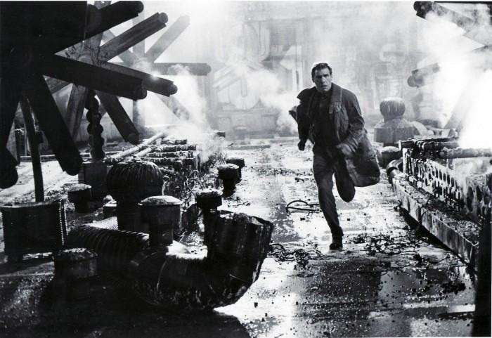 Harrison-Ford-as-Deckard-in-Bladerunner-blade-runner-8243090-1600-1101.jpg (288 KB)